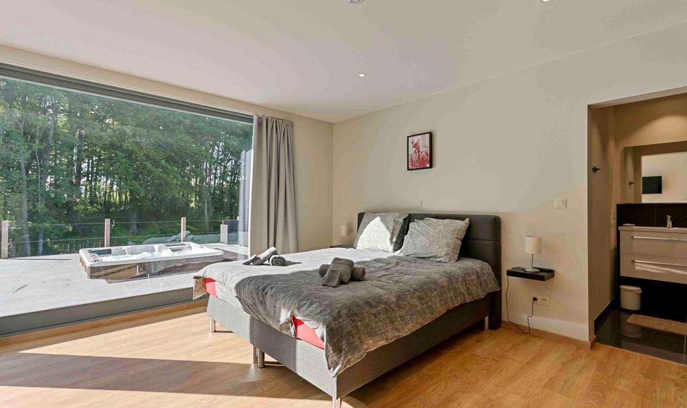 Familiekamer met dubbel bed en enkel bed
