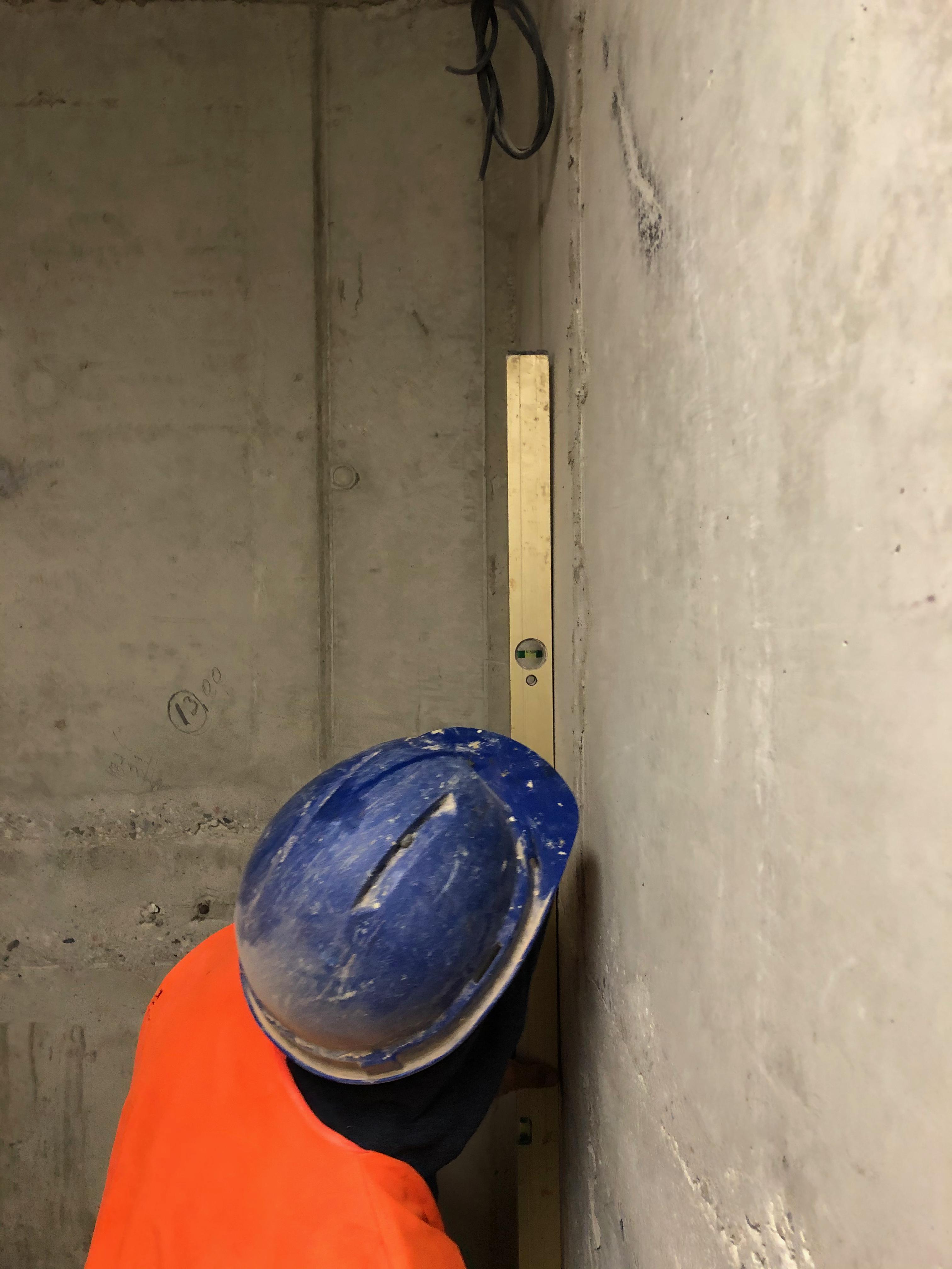 Kontrola a měření rovinnosti stěn