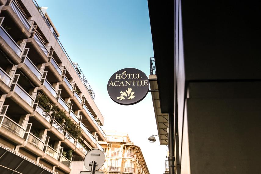L'hôtel Acanthe est un hôtel charmant, au design délicat et à l'atmosphère chaleureuse. Idéalement situé, vous serez proches de tous les centres d'intérets de Nice.