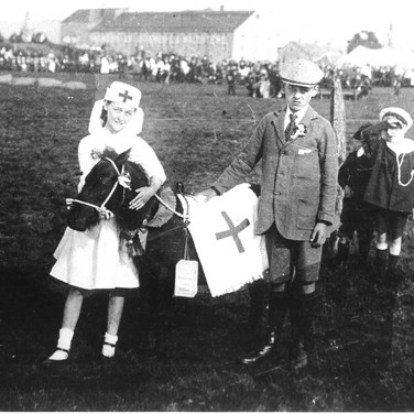 039 - Collecting for wounded, Games Park 1918