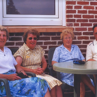 189 - Barbara Taylor with Kinell Sisters