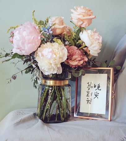 peony & lisianthus vase arrangement _It