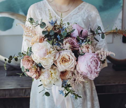 awaiting the name's bridal bouquet ❤️_._