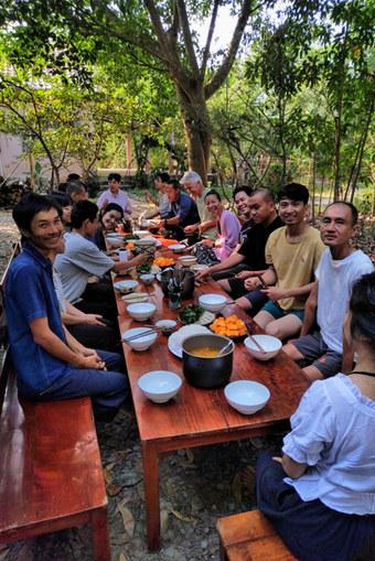 #lavieestbelle #yoga #meditation #expressivearts #vietnam #retreat #nature #forest #yoganidra #classicalyoga #vegan #vegetarian #relax #spirituality #community #karmastay #karmaschool #karmayoga #naturequest #musique #lifestyle #volunteering #gardening