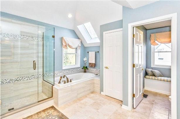 Radlick bathroom.jpg
