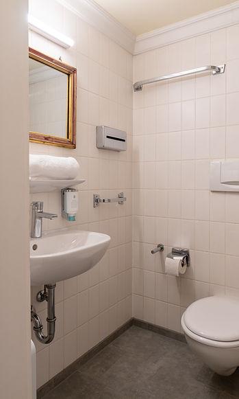 Einzelzimmer-bad.jpg