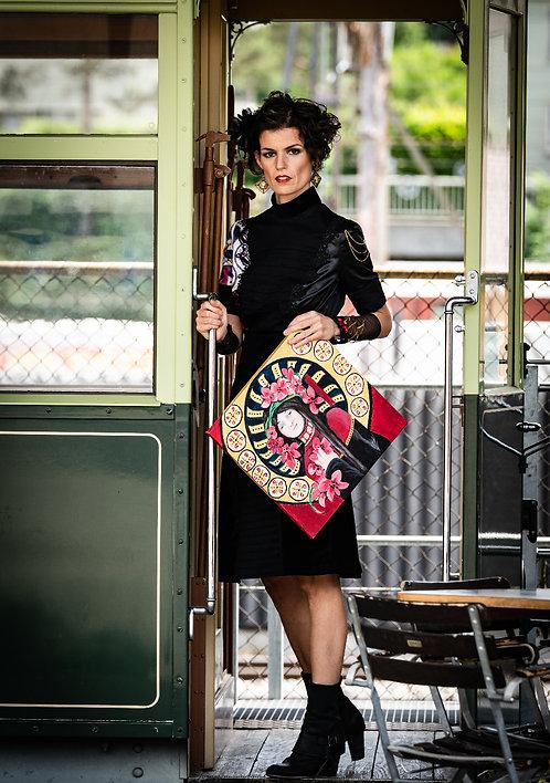 Mode nach Mass, St. Gallen, swiss made, Modedesign St. Gallen, sasa me, Stickerei, Faltenkleid, Samt, Kunst am Kleid