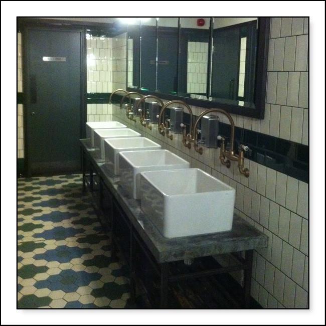 banheiro industrial Jamie Oliver