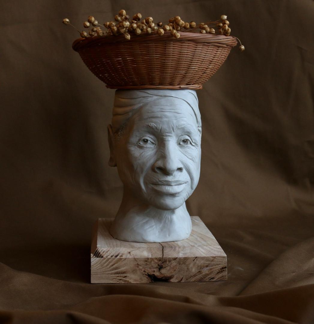 Head sculpture. The Grandmother.