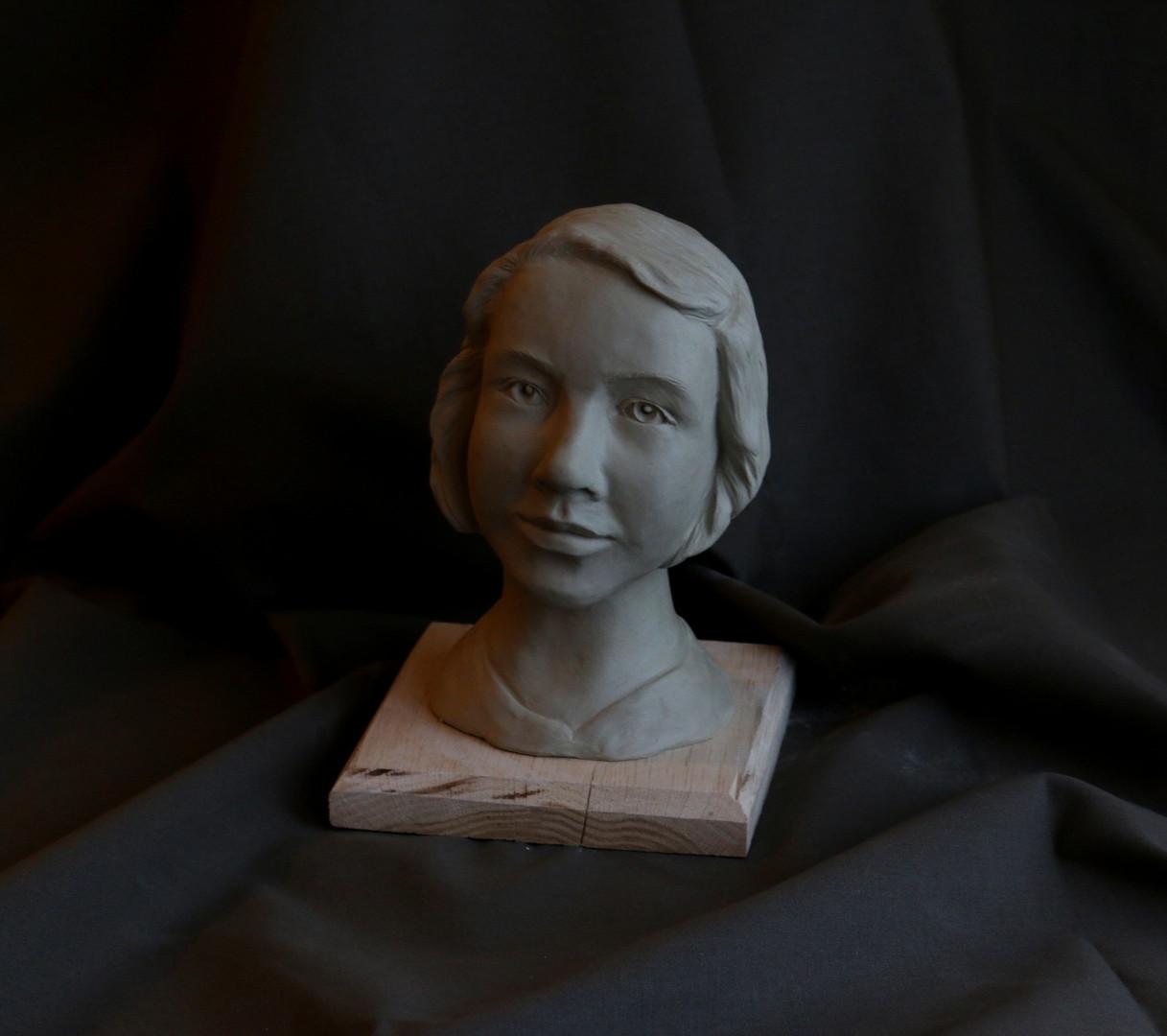 Head sculpture by Nedergård Handicrafts.