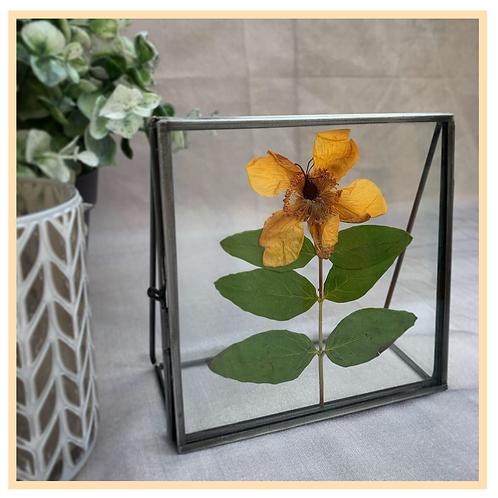 Handmade: Standing Metal Frame (Yellow Flower)