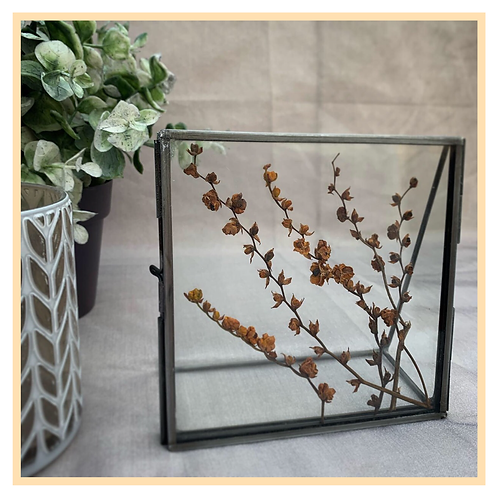 Handmade: Standing Metal Frame (Brown)