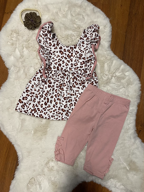 Blush Leopard Capri Outfit