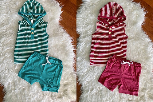 Red and Green Sleeveless Shorts Outfits