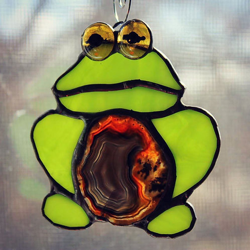 Frog with Dark Brown Agate
