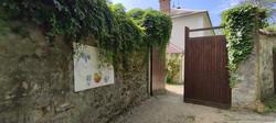 Entrée de la villa par la Route de Montgardé