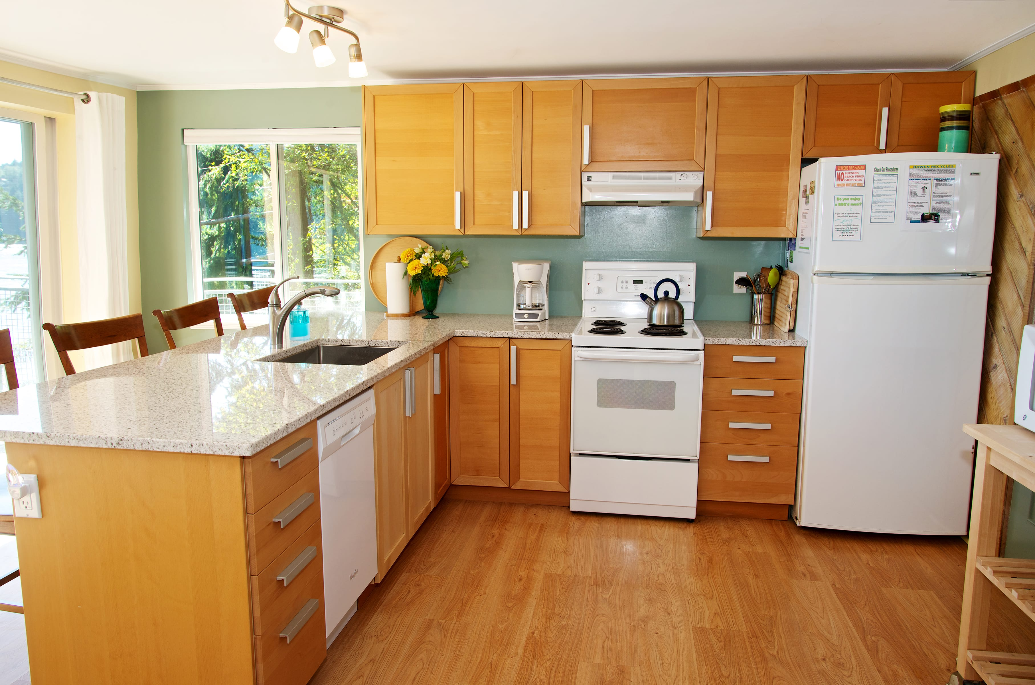 kitchen w granite counters, dishwasher fully stock (2)
