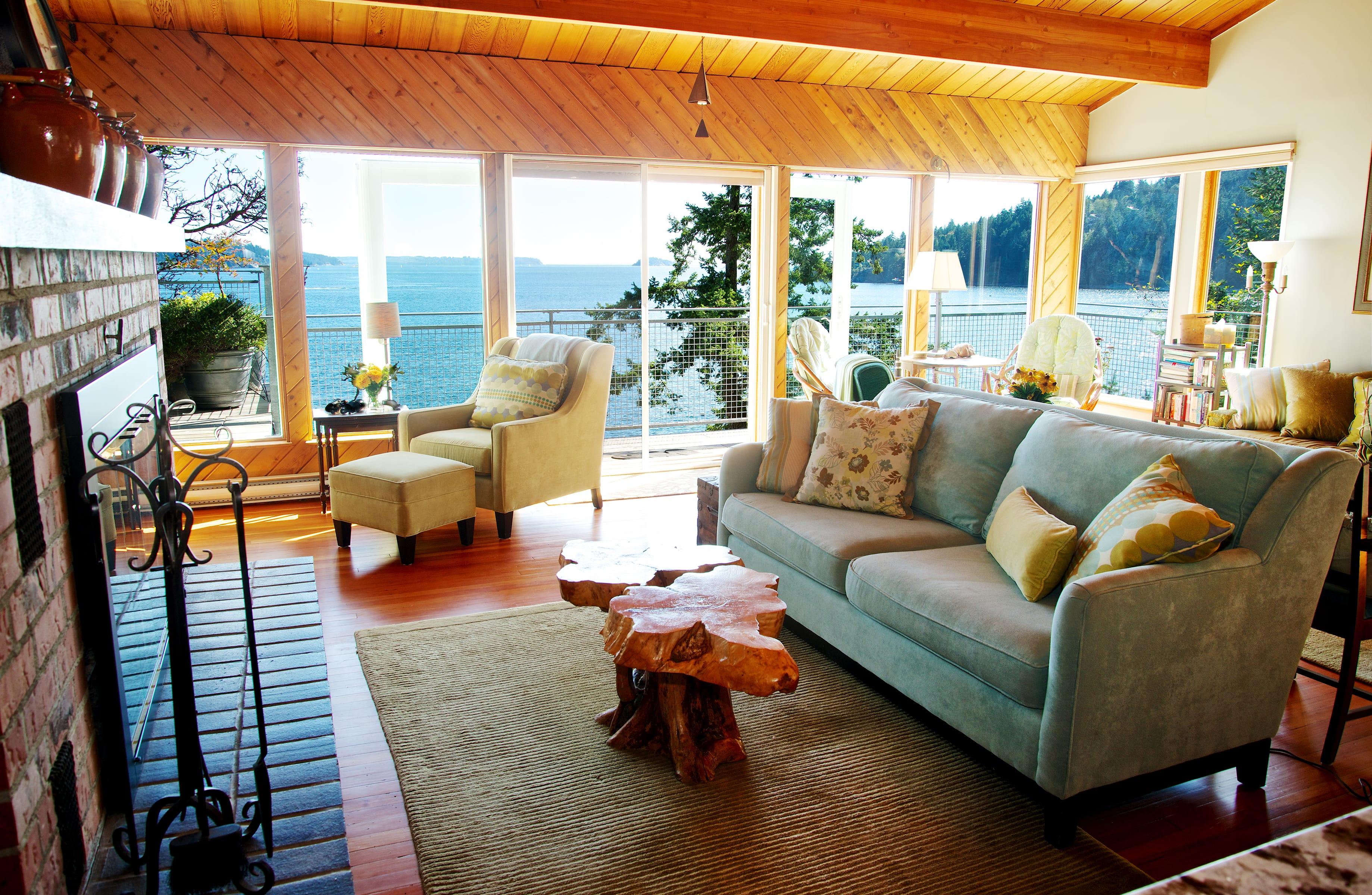 Lazy Bowen Hideaway living room (1)