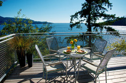 Waterfront sun deck with patio dining & BBQ (2)