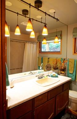 Water efficient washroom w tub  shower