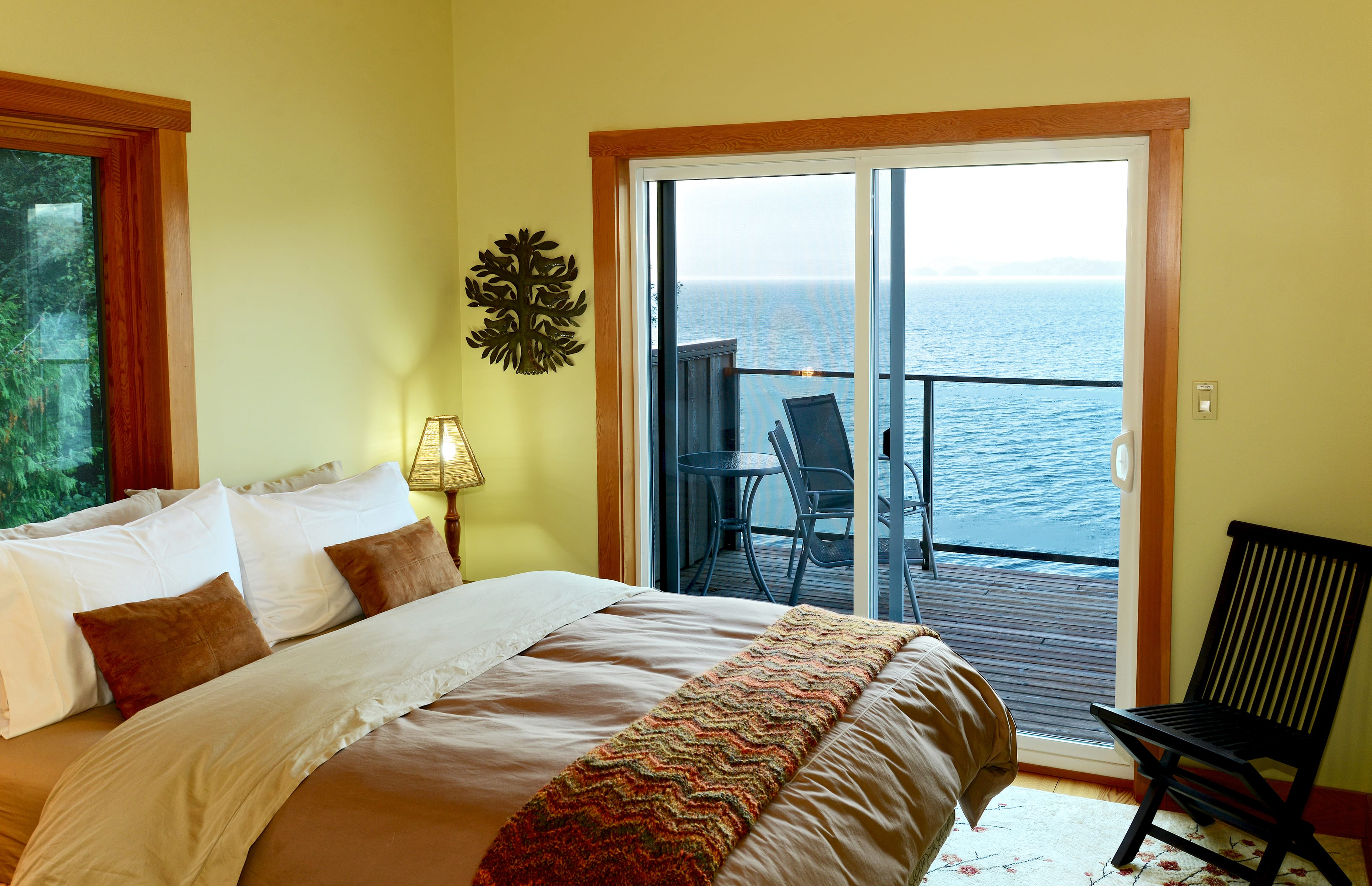Queen bedrooms (3) with balcony and ocean views