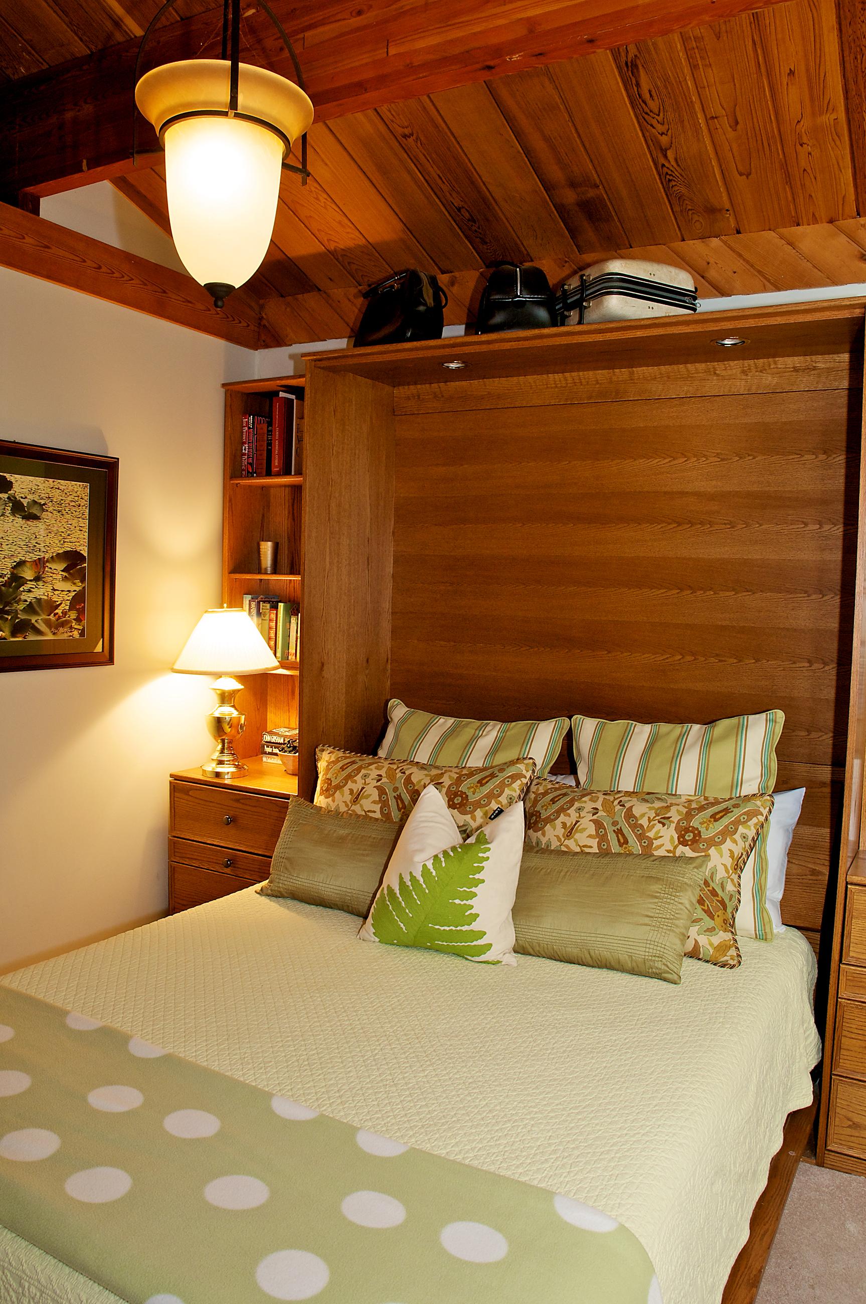 quiet cozy trailside bedroom (3)