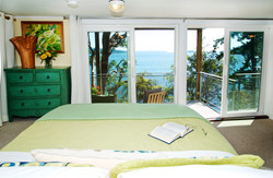 Plus queen bed with waterfront views (1)