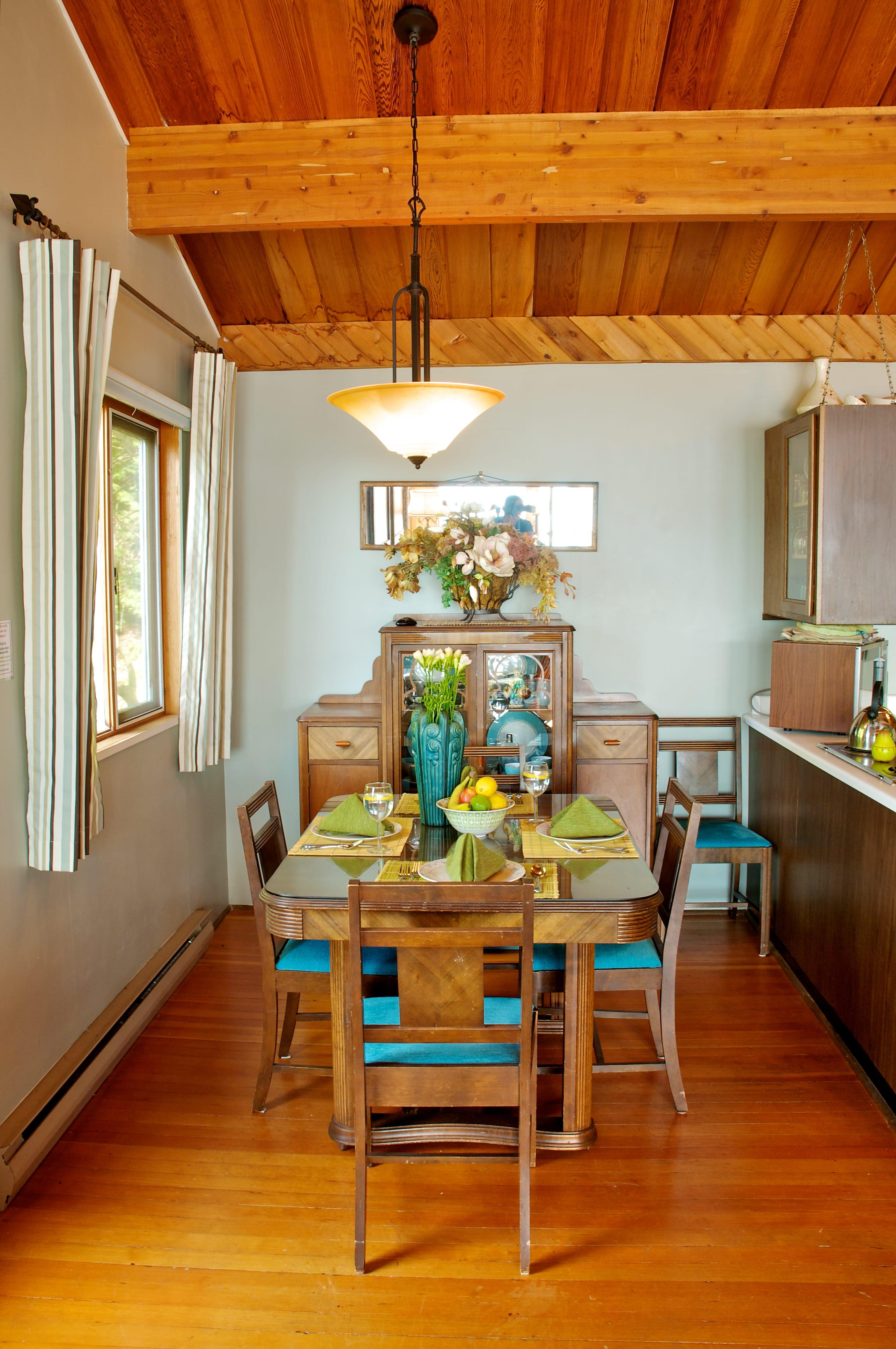 Hideaway dining room