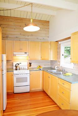 complete kitchen well supplied (1)