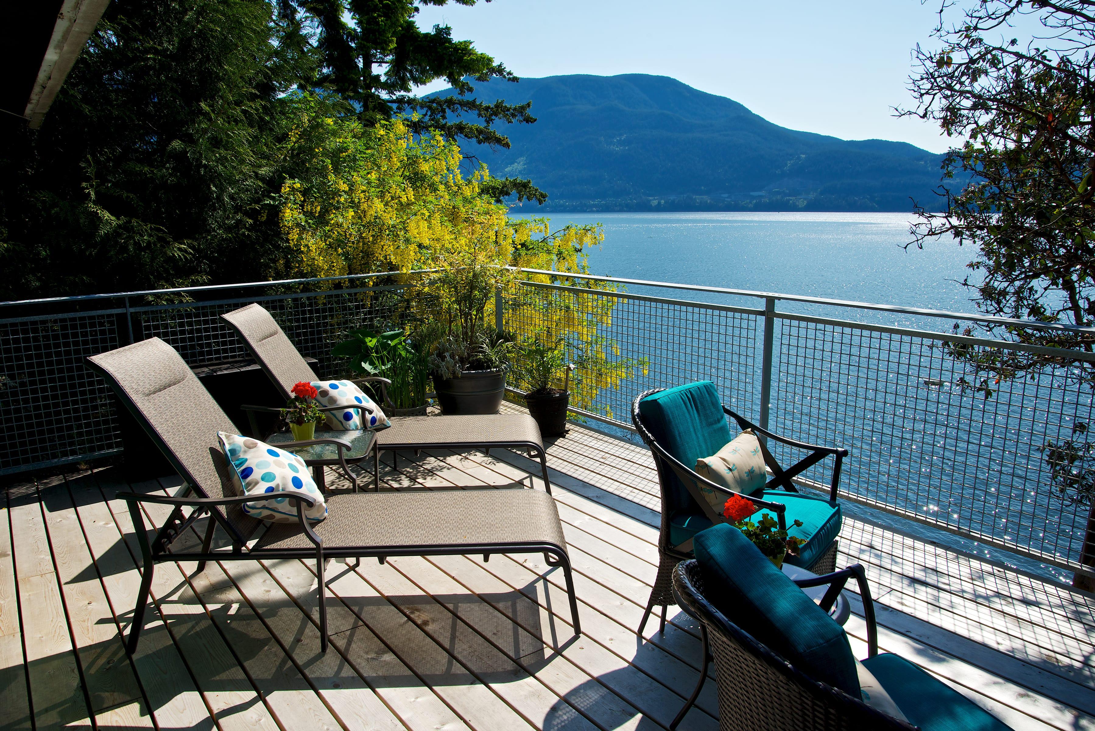 Lazy Bowen Hideaway NEW waterfront decks 3