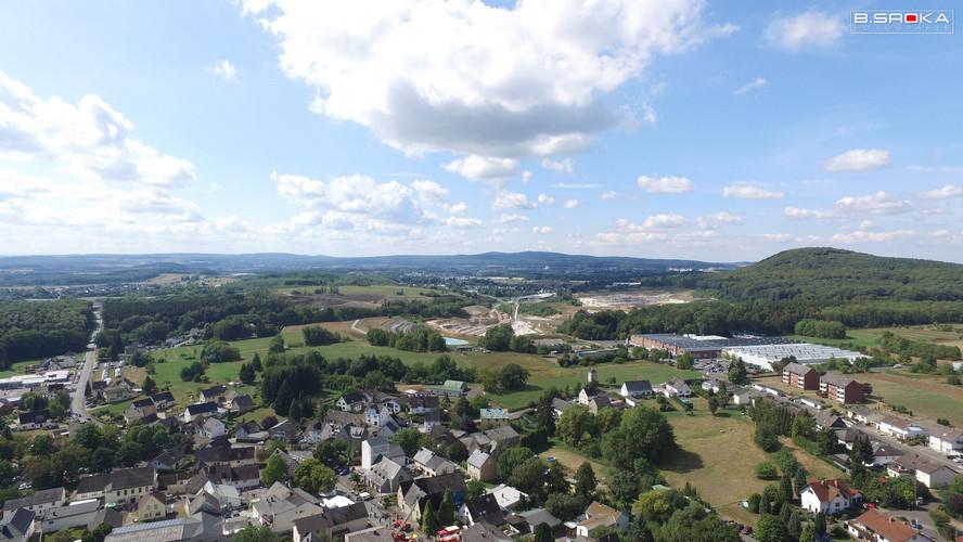 Luftaufnahme Niederahr Richtung Moschheim