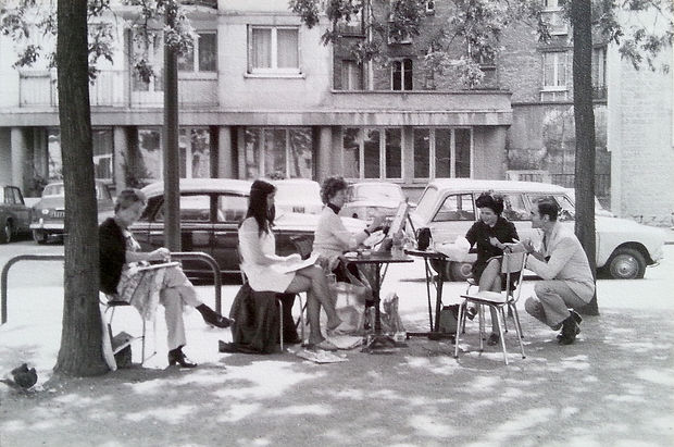 Douglas MacDiarmid teaching an art class on a Paris street in the 1970s