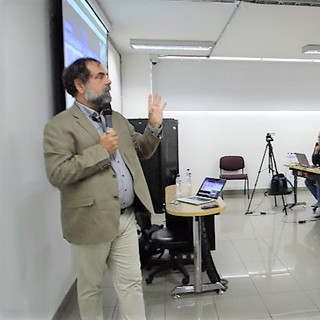 Prof. Denis Gillet from EPFL in a Colloquium in UNAD (Bogotá)