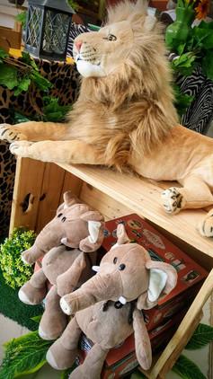 decoração festa mickey safari (7).jpg