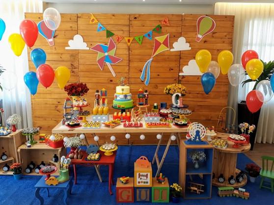 festa brinquedos anrigos de madeira (1).