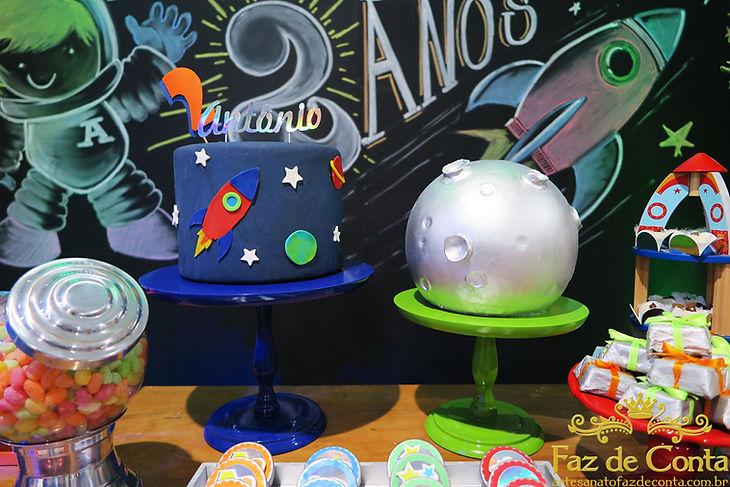 bolo-foguete-no-espaço-e-planeta.jpg