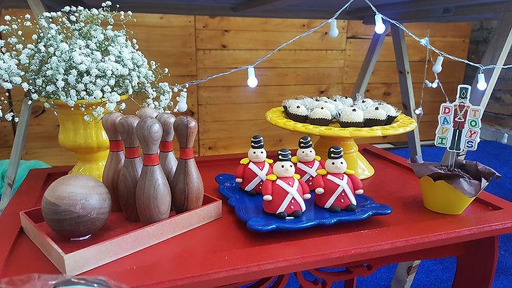 festa brinquedos antigos de madeira (1).