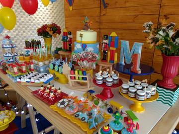 decoração_festa_brinquedos_de_madeira_(1