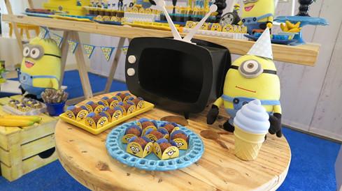 decoração festa minions (9).jpg