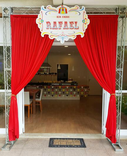 cortina entrada festa circo.jpg