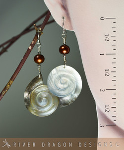 earrings_SpiralMotherofPearl