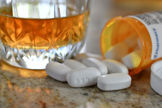 warning-danger-never-mix-drugs-and-alcohol-a-bottl-A998RER.jpg