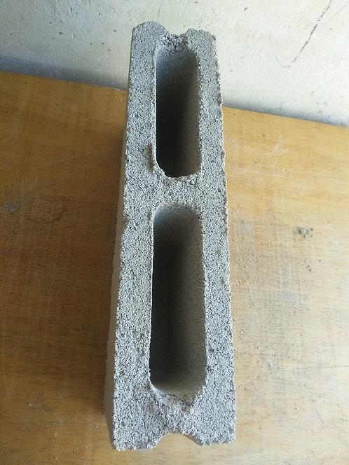 Bloque liso y hueco de cemento de 9cm x15cm x35cm