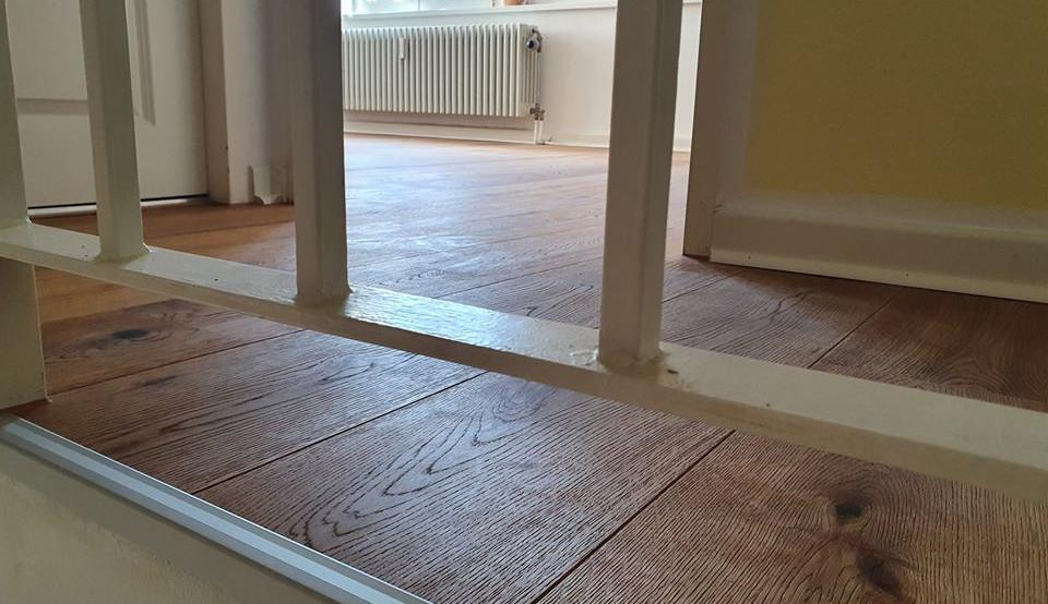 Fußbodensanierung im bewohnten Zustand, Eiche Landhausdiele rustikal,gebürstet geölt