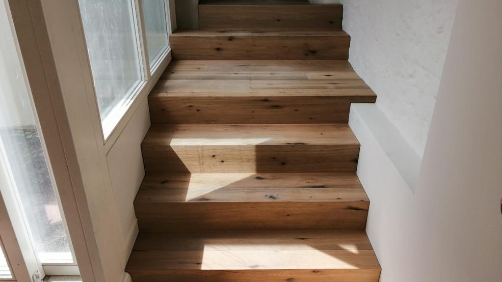 Treppe mit Fertigparkett belegt / Sonderanfertigung