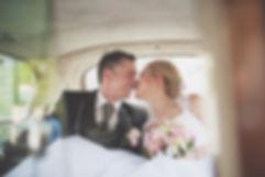 pocałunek na sesji ślubnej