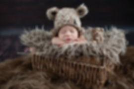 fotografia-noworodkowa-warszawa-w czapeczce-z-misiem.jpg