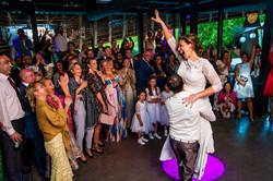 feest dansen bruidspaar.jpg