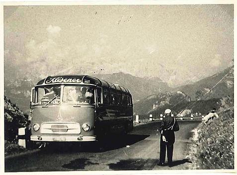 Ganz-alter-Jupiter-Bus-Klesener-Touristi