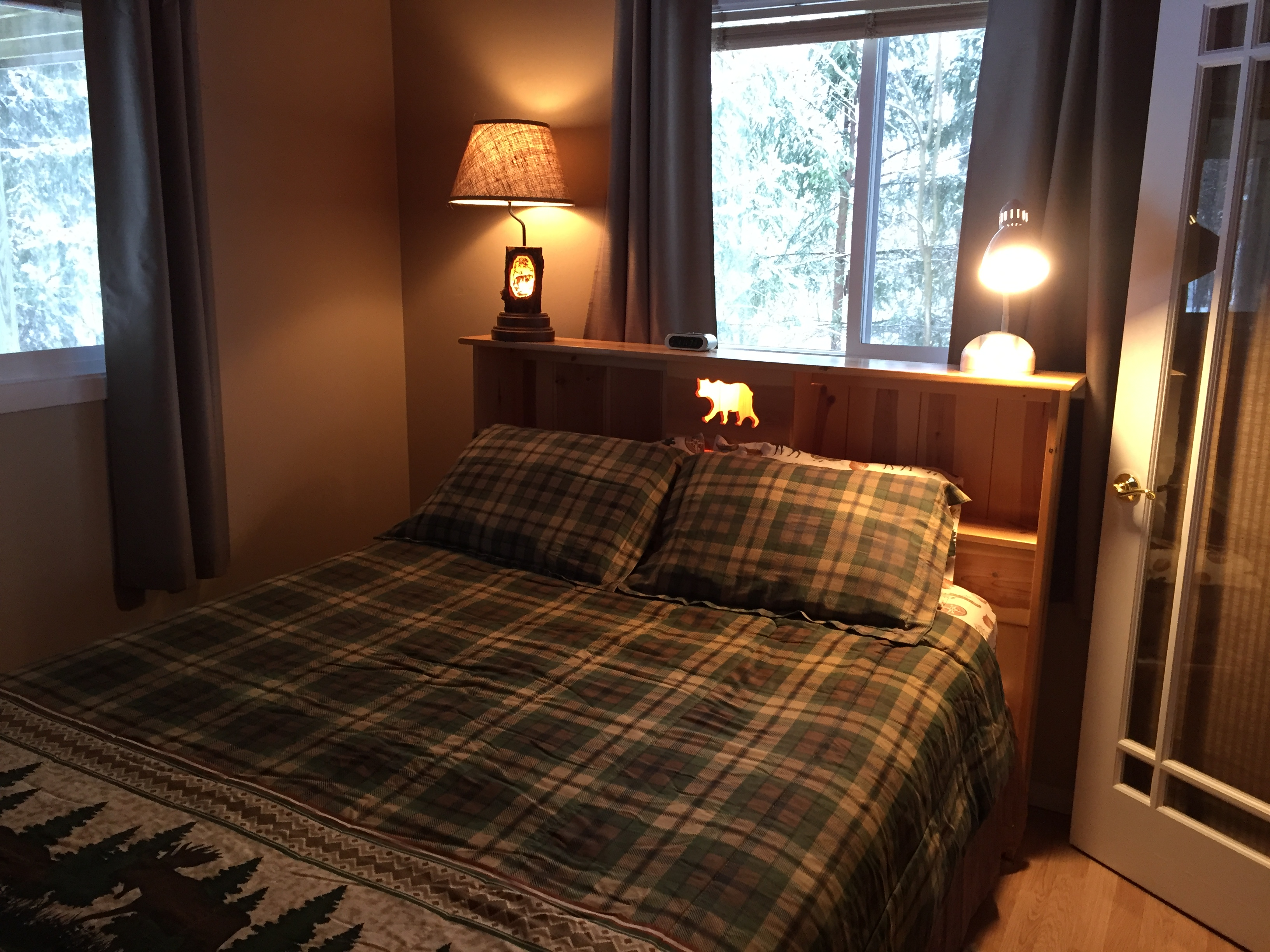 """Northwoods"" – Queen Bedroom"